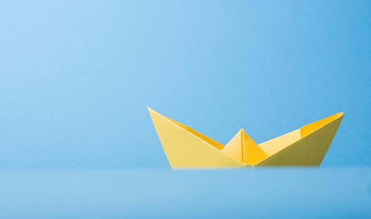 Barquinho de papel de origami